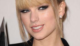 2010 American Music Awards - Press Room