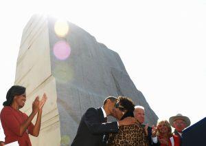 US President Barack Obama kisses soul di