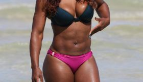 Serena Williams in a mismatched bikini at the beach
