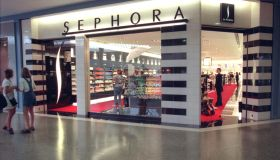 Sephora, a new beauty store at the Ridgedale Mall for Variety Shopping Bag feature. -- Minnetonka, Mn.--The exterior of Sephora, a new concept beauty store with cosmetics, fragrances, makeovers, etc. located in Ridgedale Mall.(Photo By JOEY MCLEISTER/Sta